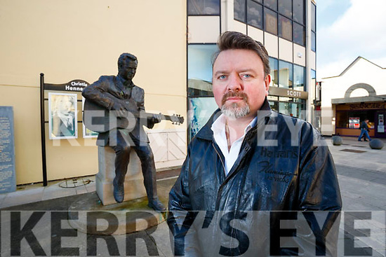 Mark Leen at the Christie Hennessy Statue