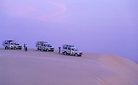 Tunisia, Nefta: Jeep-safari through the desert, waiting for sunrise