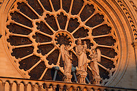 Large rose, 9.60 m in diameter, circa 1225, centre of the West façade, forming a halo above a statue of the Virgin with Child between two angels, Notre Dame de Paris, 1163 ? 1345, initiated by the bishop Maurice de Sully, Ile de la Cité, Paris, France. Picture by Manuel Cohen