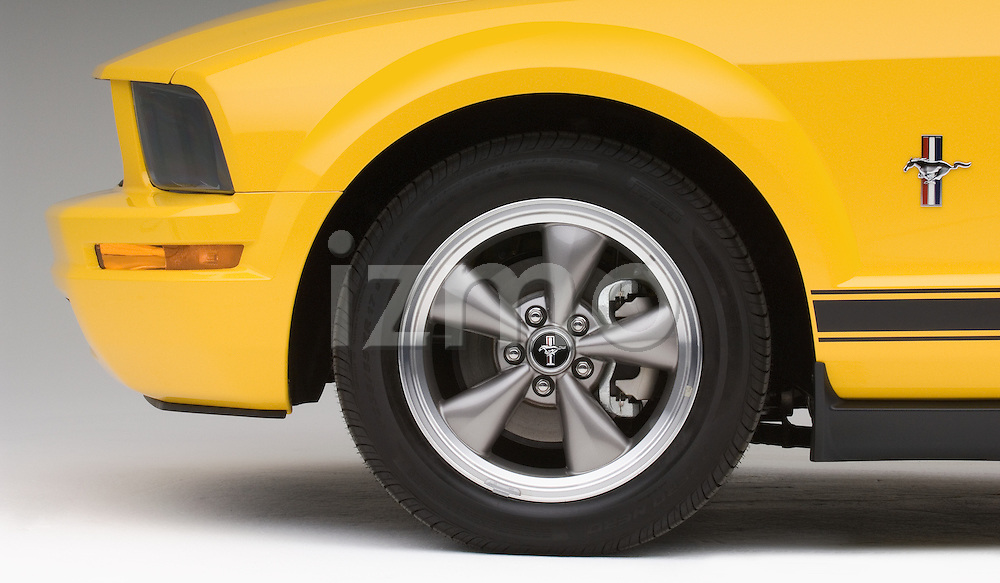 Tire and wheel detail of a 2006 Ford Mustang Coupe