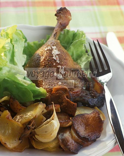 Europe/France/Aquitaine/24/Dordogne : Confit de canard et pommes de terre sautées salardaises
