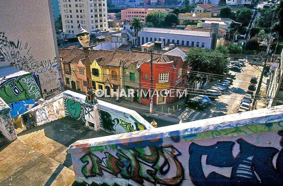 Escadaria no bairro de Pinheiros. São Paulo. 2003. Foto de Juca Martins.