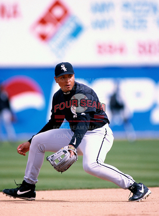 Carlos Lee of the Chicago White Sox participates in a Major League Baseball Spring Training game during the 1998 season in Phoenix, Arizona. (Larry Goren/Four Seam Images)
