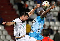 MANIZALES - COLOMBIA, 16-08-2015: Franklin Lucena (Izq) de Once Caldas disputa el balón con Fausto Obeso (Der) del Jaguares FC durante partido válido por la fecha 6 de la Liga Águila II 2015 jugado en el estadio Palogrande de la ciudad de Manizales. / Franklin Lucena (L) player of Once Caldas fights for the ball with Jaguares FC  player Fausto Obeso (R) during match valid for the 6th date of the Aguila League II 2015 played at Palogrande stadium in Manizales city. Photo: VizzorImage / Santiago Osorio /