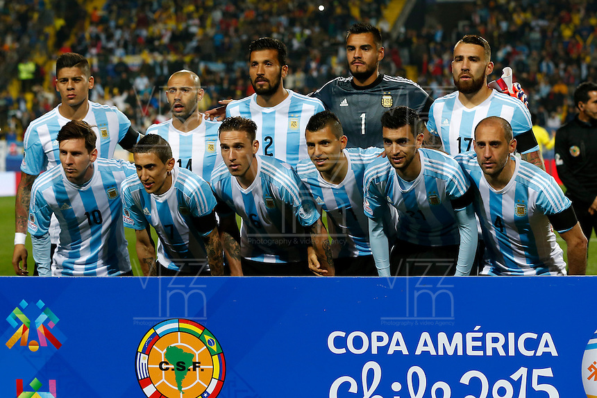 VIÑA DEL MAR - CHILE - 26-04-2015: Los jugadores de Argentina, posan para una foto durante partido Colombia y Argentina, por los cuartos de final, de la Copa America Chile 2015, en el estadio Sausalito en la Ciudad de Viña del Mar / The players Argentina, pose for a photo during a match during a match between Colombia and Argentina, for the quarterfinals of the Copa America Chile 2015, in the Sausalito stadium in Viña del Mar city. Photo: VizzorImage /  Photosport / Andres Piña / Cont.