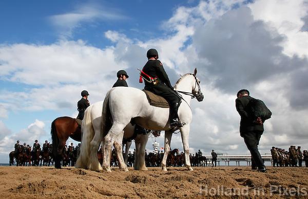 Koninklijke Cavalerie oefent met paarden de dag vooor Prinsjesdag