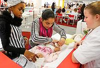 Skills Masters beurs in Rotterdam Ahoy. Banenbeurs/ Beroepskeuze beurs voor VMBO en MBO  leerlingen. Leerlingen kunnen kennismaken met diverse beroepen. Baby verzorging
