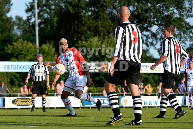 SCHOONEBEEK - Voetbal, SVV 04 - FC Emmen, voorbereiding seizoen 2018-2019, 06-07-2018,  Emmen speler Jafar Arias op zoek naar ruimte voor een schot
