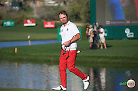 Applause on the last hole fro Andy Sullivan (ENG) during the Final Round of the 2016 Omega Dubai Desert Classic, played on the Emirates Golf Club, Dubai, United Arab Emirates.  07/02/2016. Picture: Golffile | David Lloyd<br /> <br /> All photos usage must carry mandatory copyright credit (&copy; Golffile | David Lloyd)