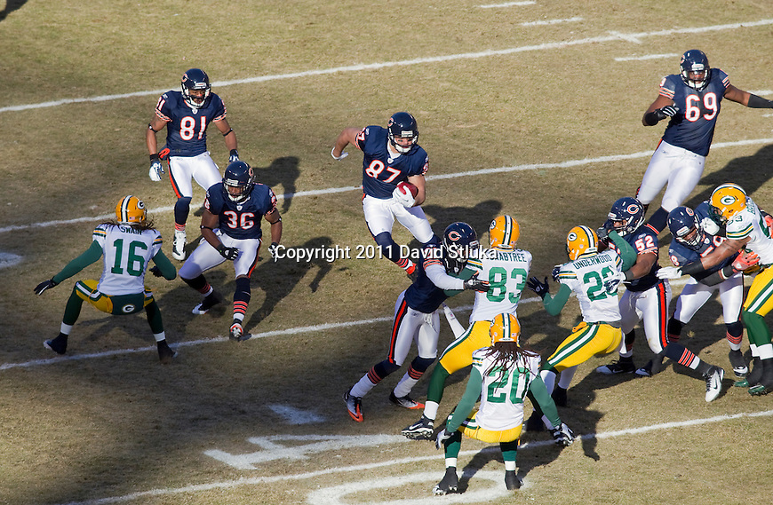 Chicago Bears tight end Kellen Davis (87) returns a kick during the NFC Championship NFL football game against the Green Bay Packers at Soldier Field in Chicago on January 23, 2011. The Packers won 21-14. (AP Photo/David Stluka)