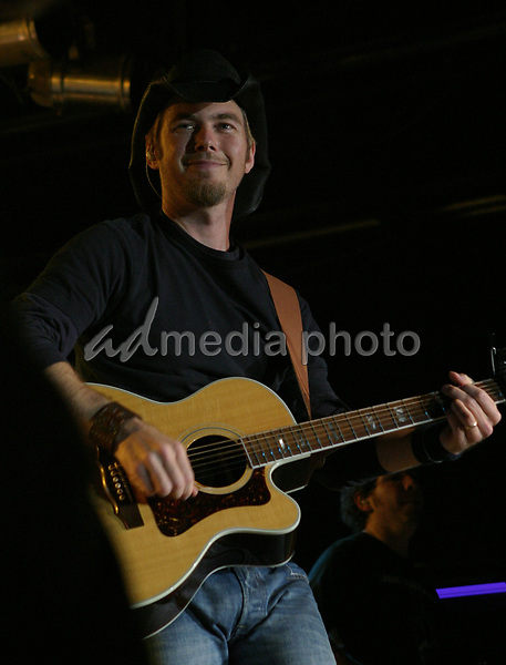 October 8, 2004:  Denver, Colorado, USA:  Brian McComas Performs Live in Concert as his 2004  tour to support his latest release rolls through the Grizzly Rose in Denver, Colorado.  Mandatory Photo Credit:  Ferguson/Admedia (c) Kevin Ferguson/2004
