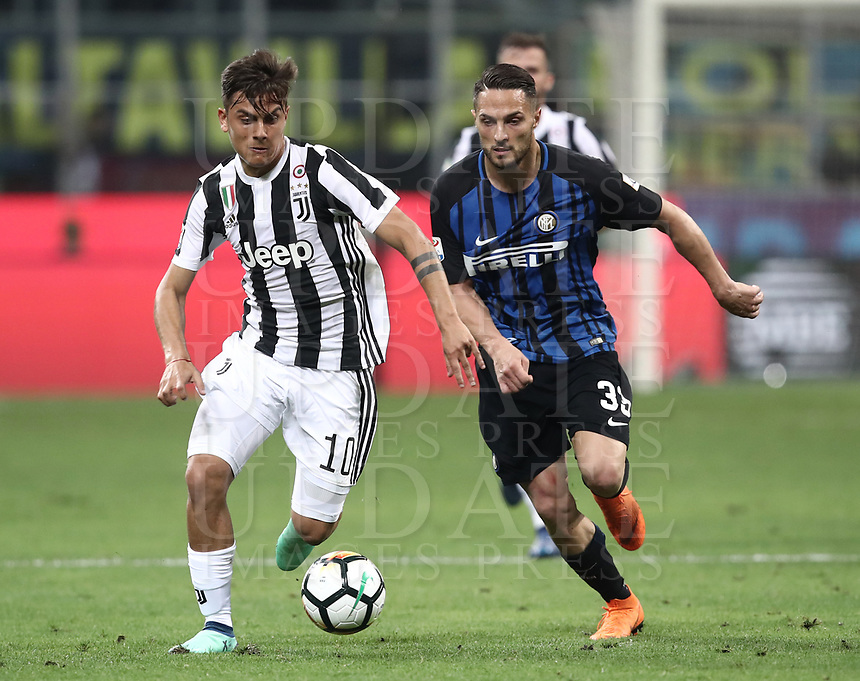 Calcio, Serie A: Inter - Juventus, Milano, stadio Giuseppe Meazza (San Siro), 28 aprile 2018.<br /> Juventus' Paulo Dybala (l) in action with Inter's Danilo D'ambrosio (r) during the Italian Serie A football match between Inter Milan and Juventus at Giuseppe Meazza (San Siro) stadium, April 28, 2018.<br /> UPDATE IMAGES PRESS/Isabella Bonotto
