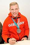 Mannheims David Wolf (Nr.89) beim Empfang bei der Stadt Mannheim fuer die Spieler, der olympischen Silbermedaillen Gewinner von den Adlern Mannheim.<br /> <br /> Foto &copy; PIX-Sportfotos *** Foto ist honorarpflichtig! *** Auf Anfrage in hoeherer Qualitaet/Aufloesung. Belegexemplar erbeten. Veroeffentlichung ausschliesslich fuer journalistisch-publizistische Zwecke. For editorial use only.
