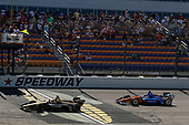 James Hinchcliffe, Schmidt Peterson Motorsports Honda, Scott Dixon, Chip Ganassi Racing Honda, checkered flag, yellow flag, win