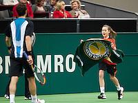 13-02-12, Netherlands,Tennis, Rotterdam, ABNAMRO WTT, Ballenmeisje in actie bij Feliciano Lopez