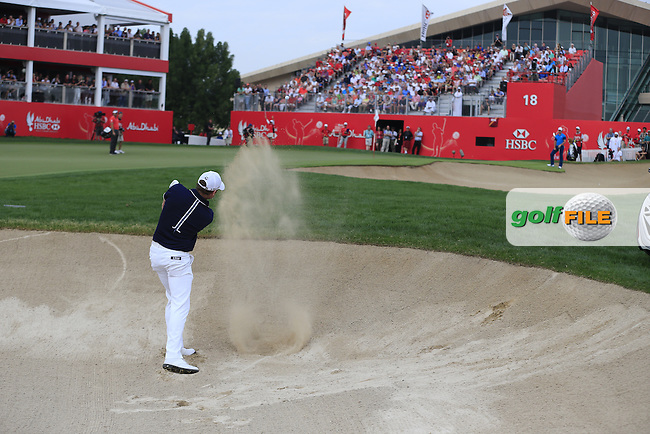 Jamie Donaldson (WAL) chips from a bunker onto the 18th green during Sunday's Final Round of the Abu Dhabi HSBC Golf Championship 2015 held at the Abu Dhabi Golf Course, United Arab Emirates. 18th January 2015.<br /> Picture: Eoin Clarke www.golffile.ie