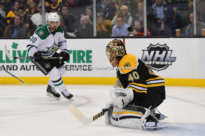 Tuesday, November 3, 2015: Boston Bruins goalie Tuukka Rask (40) makes a pad save during the National Hockey League game between the Dallas Stars and the Boston Bruins held at TD Garden, in Boston, Massachusetts. Dallas defeats Boston 5-3 in regulation time. Eric Canha/CSM