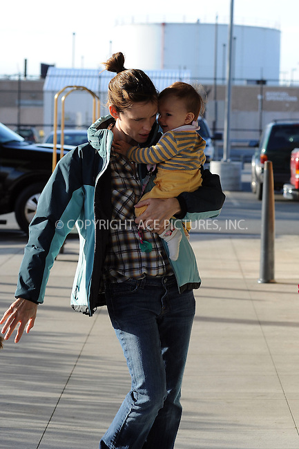 WWW.ACEPIXS.COM . . . . . ....October 12 2009, Boston....Actress Jennifer Garner takes her children Violet Affleck and Seraphina Affleck to a toy shop on October 12 2009 in Boston, MA......Please byline: KRISTIN CALLAHAN - ACEPIXS.COM.. . . . . . ..Ace Pictures, Inc:  ..tel: (212) 243 8787 or (646) 769 0430..e-mail: info@acepixs.com..web: http://www.acepixs.com