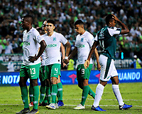 PALMIRA - COLOMBIA, 26-05-2019: Jugadores del Cali y Nacional después del partido entre Deportivo Cali y Atlético Nacional por la fecha 4, cuadrangulares semifinales, de la Liga Águila I 2019 jugado en el estadio Deportivo Cali de la ciudad de Palmira. / Players of Cali and Nacional after match between Deportivo Cali and Atletico Nacional for the date 4, semifinal quadrangulars, as part Aguila League I 2019 played at Deportivo Cali stadium in Palmira city.  Photo: VizzorImage / Nelson Rios / Cont