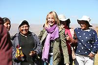 June 2007 - 4REAL Peru - Cameron Diaz with local women