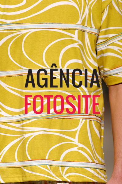 Rio de Janeiro, Brasil – 09/07/2003 - Detalhes do desfile de Sandpiper durante o Fashion Rio -  verão 2004. Foto: Agência Fotosite