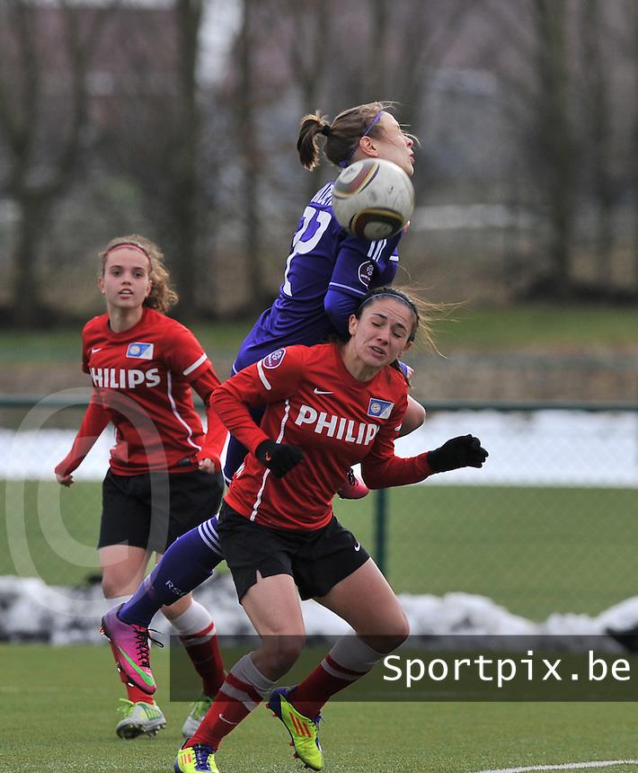 RSC Anderlecht Dames - PSV / FC Eindhoven : Lorca Van De Putte klimt hoger dan Danielle van de Donk.foto David Catry / Vrouwenteam.be