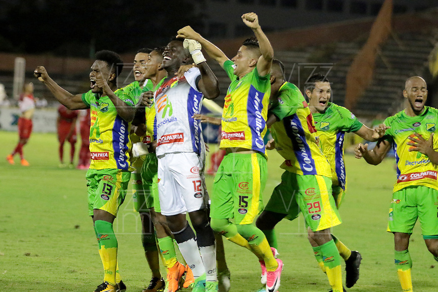 NEIVA - COLOMBIA, 19-05-2018: Jugadores de Atlético Huila celebran después clasificar a las semifinales tras derrotar a Patriotas F.C. en partido de vuelta por los cuartos de final de la Liga Águila I 2018 jugado en el estadio Guillermo Plazas Alcid de la ciudad de Neiva. / Players of Atletico Huila celebrate after achieve their classification to the semi finals after defeated to Patriotas F.C. during second leg match valid for the quarterfinals of the Aguila League I 2018 played at Guillermo Plazas Alcid in Neiva city. VizzorImage / Sergio Reyes / Cont