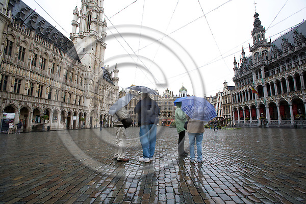 BRUSSELS - BELGIUM - 21 OCTOBER 2008 -- Tourist at Grand Place in Brussels on a day with rain. Photo: Erik Luntang/EUP-IMAGES