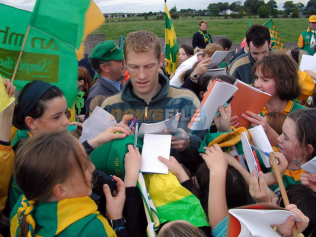 Meath's Captain Graham Geraghty signing autographs for pupils from Duleek Girls National School on Thursday..Picture Paul Mohan Newsfile