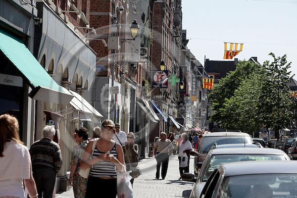 MECHELEN - BELGIUM - 02 MAY 2007 -- Shopping street near Grote Markt in Mechelen.  Photo: Erik Luntang/EUP-IMAGES