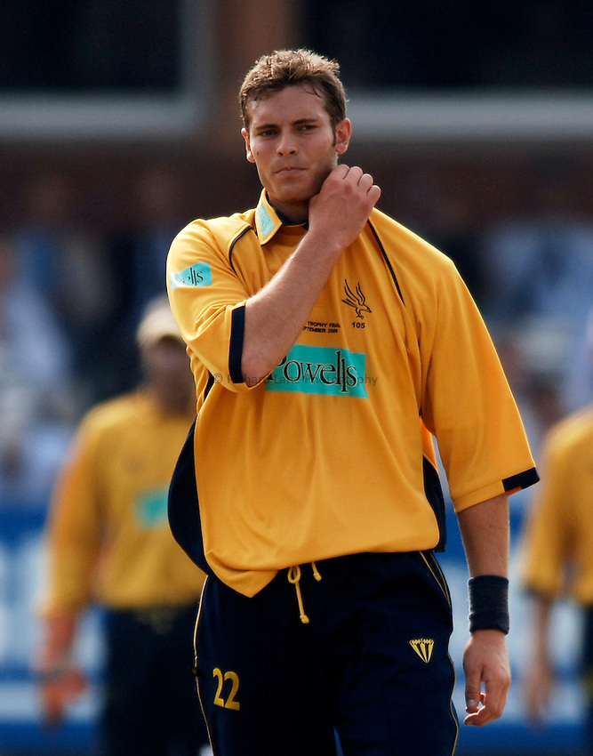 Photo: Glyn Thomas..Hampshire v Warwickshire. C&G Trophy Final..03/09/2005..Hampshire's Chris Tremlett struggles.