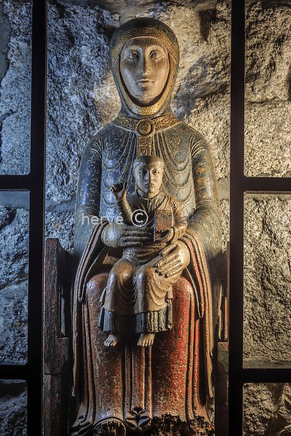France, Haute-Loire (43), Saugues, la collégiale Saint-Médard, Vierge en majesté du XIIe siècle // France, Haute Loire, Saugues, Saint Medard church, Virgin in Majesty XII century