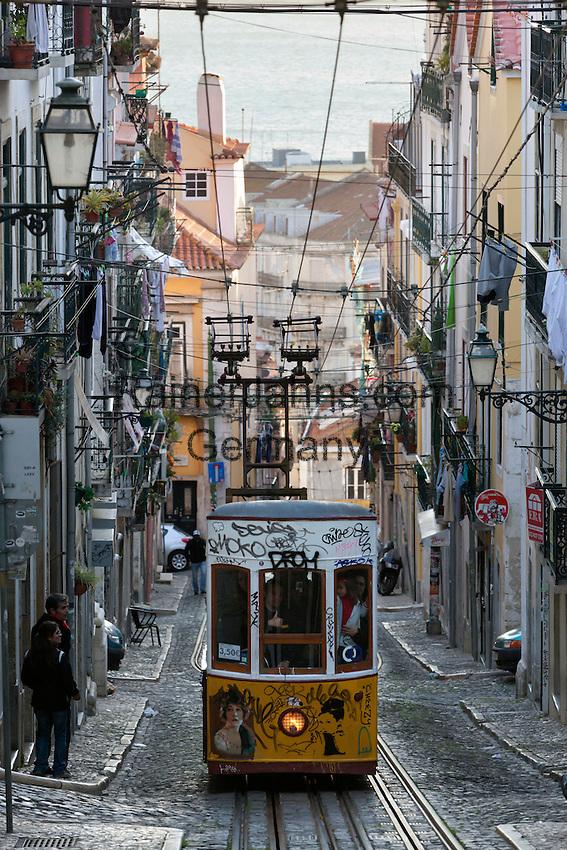 Portugal, Lisbon: Elevador (funicular) da Bica, Rua da Bica Duarte Belo, Chiado   Portugal, Lissabon: Elevador da Bica - Standseilbahn