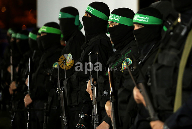 Members of the Ezzedine al-Qassam Brigades, the military wing of the Palestinian Islamist movement Hamas take part in a memorial service of Hamas official, Mazen Faqha, who was shot dead by unknown gunmen, in Gaza city on March 27, 2017. Photo by Ashraf Amra