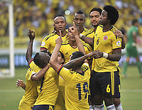 BARRANQUILLA - COLOMBIA - 11-06-2013: Los jugadores de Colombia celebran el gol anotado durante partido en el estadio Metropolitano Roberto Melendez de la ciudad de Barranquilla, junio 11 de 2013. Colombia y Peru disputan partido en la fecha 14 de la jornada clasificatoria a la Copa Mundo FIFA Brasil 2014. (Foto: VizzorImage / Luis Ramirez / Staff). The players from Colombia celebrate the goal scored during a game in the Metropolitan stadium Roberto Melendez in Barranquilla, June 11, 2013. Colombia and Peru disputing a match on the date 14 of the qualifying for FIFA World Cup Brazil 2014. (Photo: VizzorImage / Luis Ramirez / Staff.)