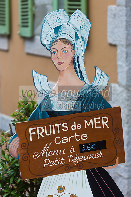 Europe/France/Bretagne/35/Ille et Vilaine/Dinard: H&ocirc;tel Printania _Porte Menu Serveuse en Costume traditionnel <br />  // France, Ille et Vilaine, Cote d'Emeraude (Emerald Coast), Dinard, Hotel Printania : menu holder: Waitress in traditional costume