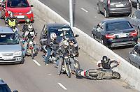 SÃO PAULO, SP, 05.06.2014 – TRÂNSITO EM SÃO PAULO - Acidente com moto prejudica o Trânsito na Av. Moreira Guimarães, próximo ao aeroporto de Congonhas,  zona sul de São Paulo na manhã desta quinta feira. (Foto: Levi Bianco / Brazil Photo Press)