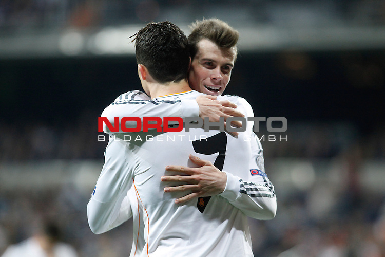 Real Madrid¬¥s Cristiano Ronaldo celebrates a goal with Gareth Bale during Champions League First Knock-out Round 2nd leg soccer match at Santiago Bernabeu stadium in Madrid, Spain. March 18, 2014. Foto © nph / Victor Blanco)