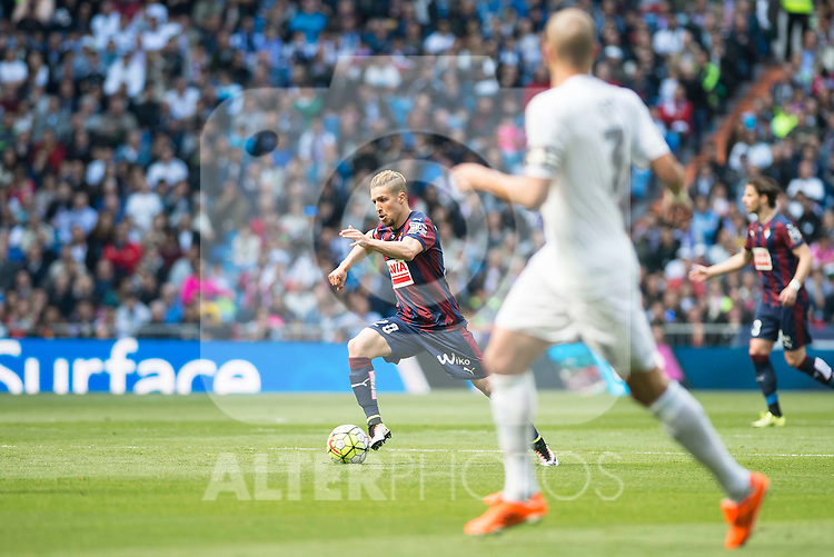 Real Madrid's Pepe and Sociedad Deportiva Eibar's Keko Gontan during La Liga match. April 09, 2016. (ALTERPHOTOS/Borja B.Hojas)