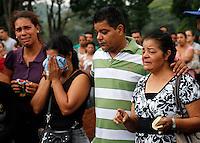 SÃO PAULO,SP 27 FEVEREIRO 2012 ENTERRO GAROTO JET SKY<br /> O Pais e Avó do garoto Mitchel de Carvalho que morreu no domingo em uma acidente de jet sky em uma represa dentro do Clube Náutico Tahit durante o enterro realizado na terde de hoje no cemiterio da vila formosa na zona leste.FOTO ALE VIANNA/BRAZIL PHOTO PRESS.