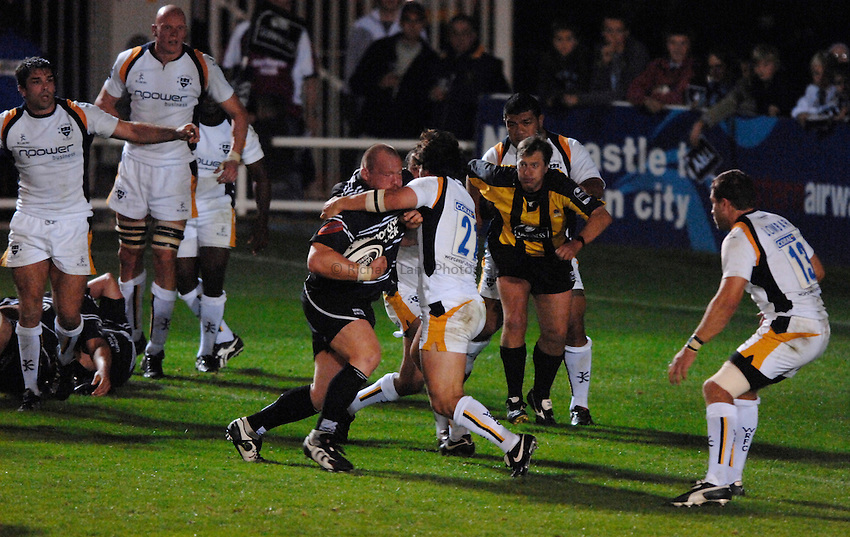 Photo: Richard Lane..Newcastle Falcons v Worcester Warriors. Guinness Premiership. 08/09/2006. .Falcons' Robbie Morris drives over for a try.