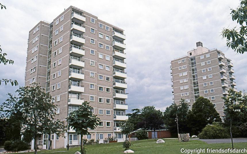 London: Public Housing, Alton East Estates, Roehampton Lane SW 15. LCC Architects Dept., 1952-55.  Photo '90.