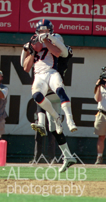 Oakland Raiders vs. Denver Broncos at Oakland Alameda County Coliseum Sunday, September 17, 2000.  Broncos beat Raiders  33-24.  Denver Broncos wide receiver Ed McCaffrey (87).