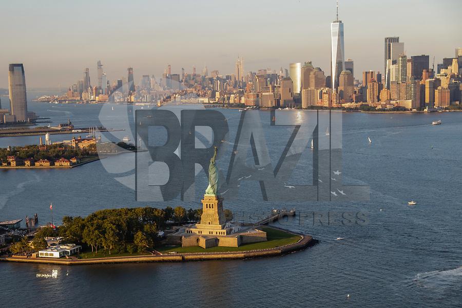 NOVA YORK, EUA, 17.09.2018 - CIDADE-NOVA YORK - Vista aerea da Estatua da Liberdade de do One World na cidade de Nova York nos Estados Unidos(Foto: Vanessa Carvalho/Brazil Photo Press)