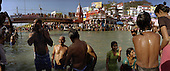 Haridwar 12.02.2010 India..The Maha (Great) Kumbh Mela in Haridwar. Pilgrims and Sadhus in great number from around India visit here to bath at the banks of the river Ganges. They belive that a holy dip in sacred river during Maha Kumbh takes human out of the circle of life and death..photo Maciej Jeziorek/Napoimages..Haridwar 12.02.2010 Indie.Kumbh Mela ( Swieto Dzbana ). Pielgrzymi i Sadhu ( Swieci - hinduscy wedrowni asceci) przybywaja tu zanurzyc sie w Gangesie. Wierza oni, ze pozwoli im to wyrwac sie z cyklu narodzin i smierci..fot. Maciej Jeziorek/Napoimages.