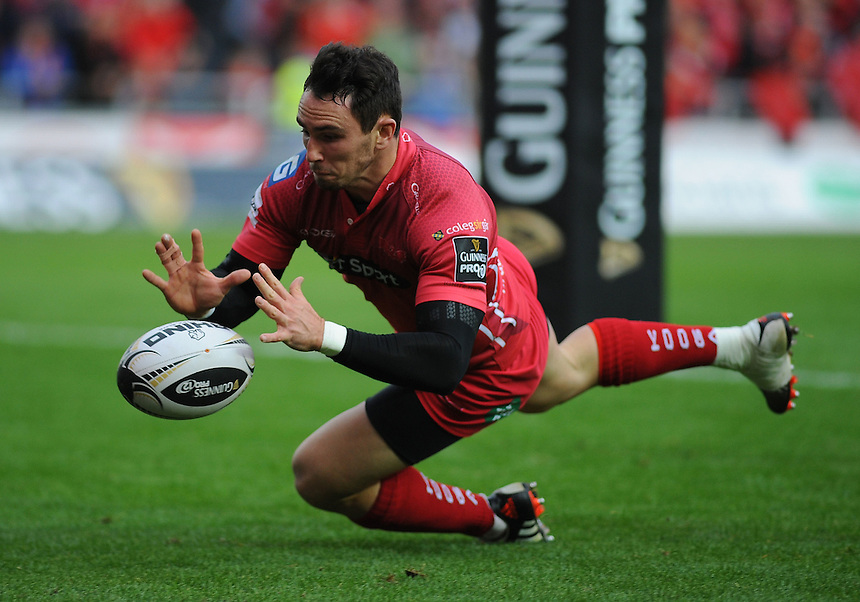 Scarlets' Kristian Phillips scores his sides second try <br /> <br /> Photographer Kevin Barnes/CameraSport<br /> <br /> Rugby Union - Guinness PRO12 - Scarlets v Newport Gwent Dragons - Sunday 05th October 2014 - Parc y Scarlets - Llanelli<br /> <br /> &copy; CameraSport - 43 Linden Ave. Countesthorpe. Leicester. England. LE8 5PG - Tel: +44 (0) 116 277 4147 - admin@camerasport.com - www.camerasport.com