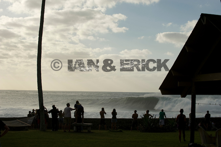 People watching the big waves at Waimea Bay on the Northshore of Oahu in Hawaii.