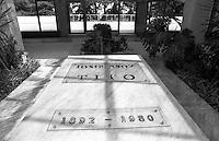 Belgrado, Mausoleo di Josep Broz Tito (Casa dei Fiori) presso il Museo della Storia della Jugoslavia. La tomba --- Belgrade, Mausoleum of Josep Broz Tito (House of Flowers) at the Museum of Yugoslav History. The tomb
