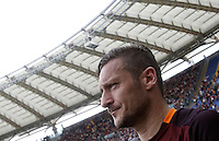 Calcio, Serie A: Roma vs ChievoVerona. Roma, stadio Olimpico, 8 maggio 2016.<br /> Roma's Francesco Totti greets fans at the end of the Italian Serie A football match between Roma and ChievoVerona at Rome's Olympic stadium, 8 May 2016.<br /> UPDATE IMAGES PRESS/Isabella Bonotto