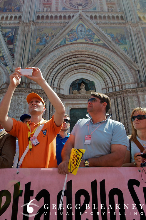 Fans line the stage 6 starting line in front of Orvieto's Duomo.